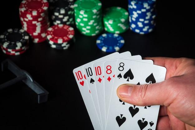 Cartes de poker avec combinaison full house ou full boat