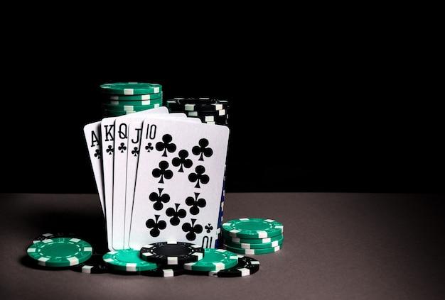 Cartes de poker avec combinaison de quinte flush royale