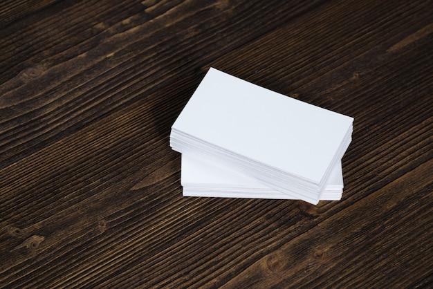 Cartes de visite vierges sur bois