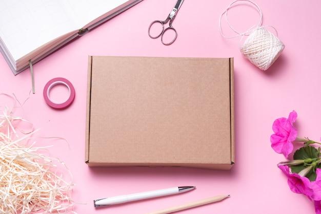 Carton, boîte postale en carton, étui, vue de dessus, maquette