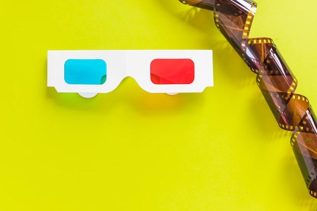 Carton lunettes 3d et ruban