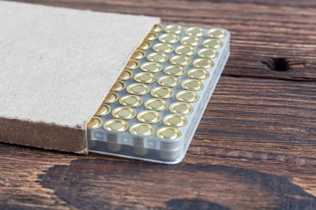 Cartouches de cartouches de fusil de chasse dans une boîte