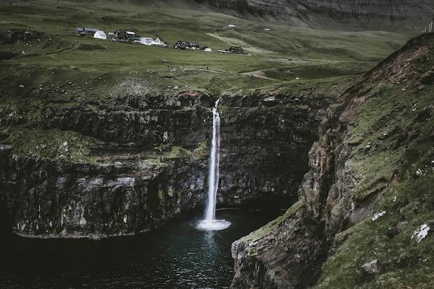 Cascade gasadalur à l'île féroé