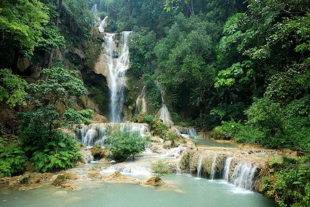 Cascade de kuang si, luang prabang, laos