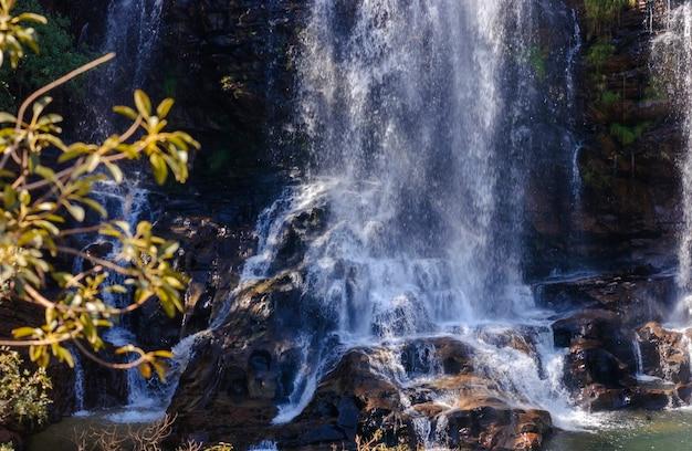Cascade de serra morena dans le parc national de serra do cipo minas gerais brésil