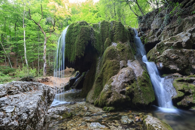 Cascade silver streams en crimée tourné avec une longue exposition