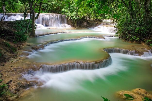 Cascades de kuang si, luang phrabang, laos.