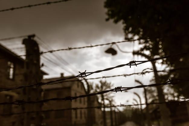 Caserne et clôture, camp de la mort allemand auschwitz ii