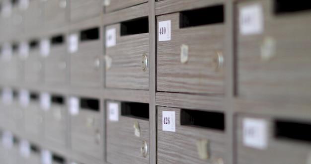 Cases grises avec cadenas numéros ordinaux