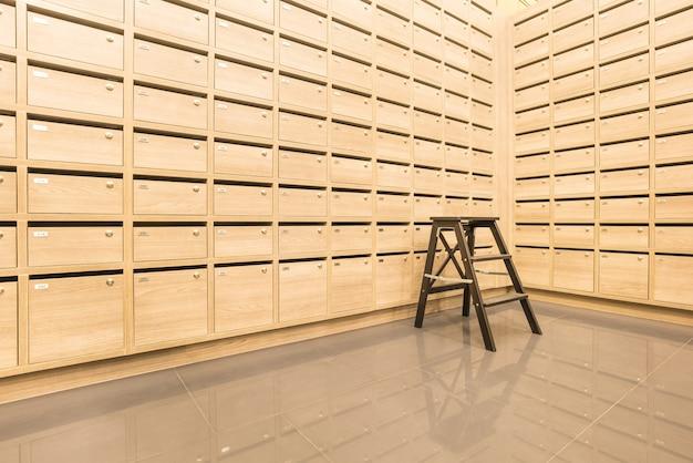 Casier postal mailboxes en bois pour conserver vos informations, factures, cartes postales, courriers, etc.