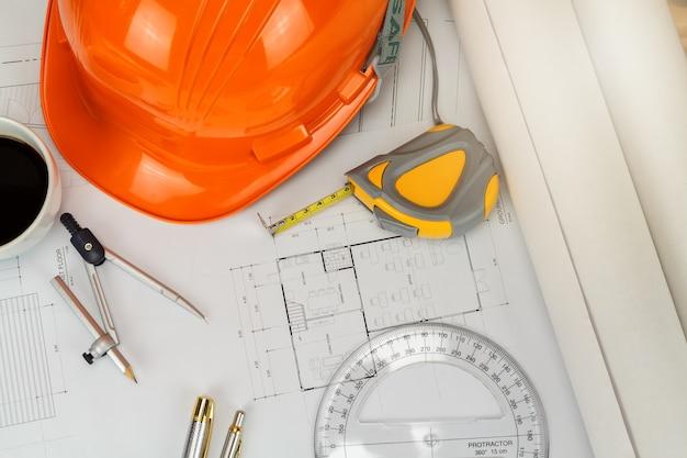 Casque et etc. sur blueprint, concept architectural