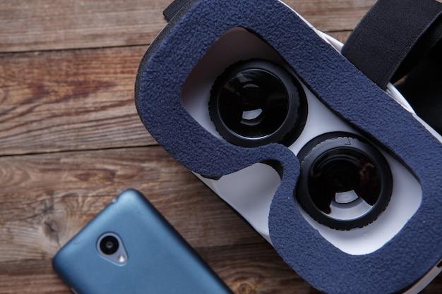 Casque de lunettes de lunettes vr virtuel sur fond de bois