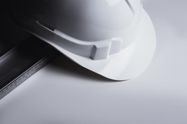 Casque de niveau et de construction en plastique