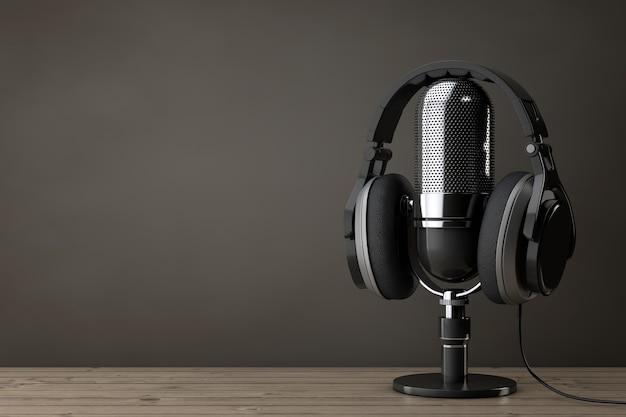 Casque noir sur microphone sur une table en bois. rendu 3d