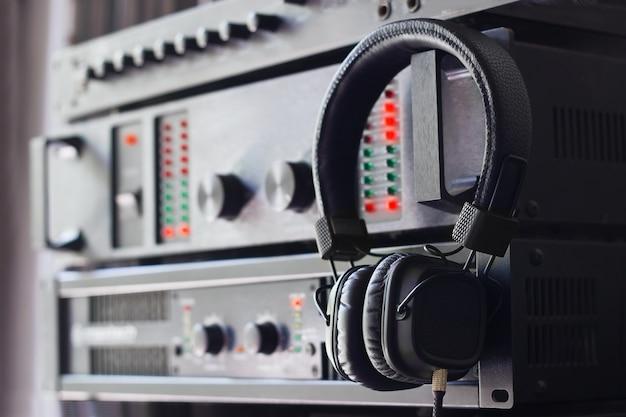 Casque sur le panneau audio de contrôle