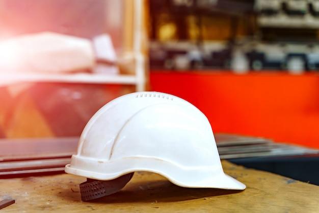 Casque en plastique pour la sécurité des travailleurs.