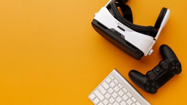 Casque de réalité virtuelle vue de dessus avec joystick