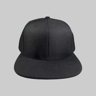 Casquette snapback couleur noire isolée sur fond uni