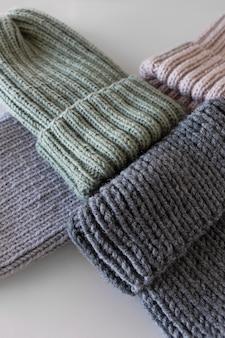 Casquettes tricotées vue de dessus