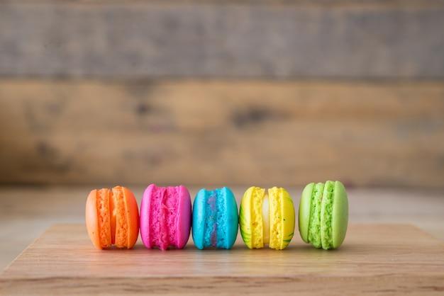 Casse-croûte assortiment d'objets alimentaires colorés