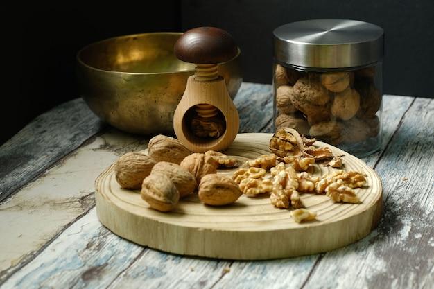 Casse-noix et noix de grenoble