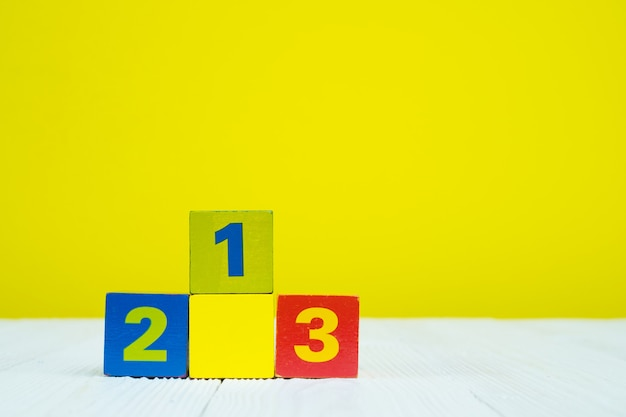 Casse-tête numéro 1 2 et 3 sur la table