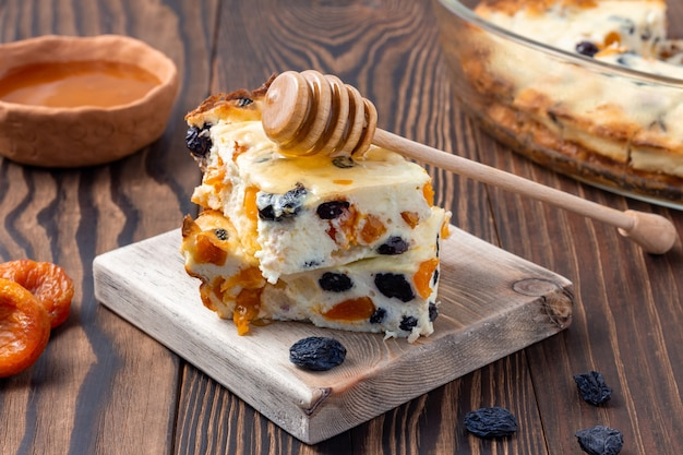 Casserole de fromage cottage aux fruits secs
