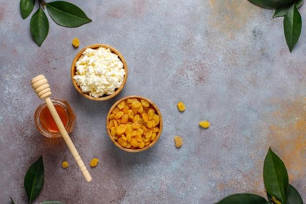Casserole de fromage cottage aux raisins secs et semoule