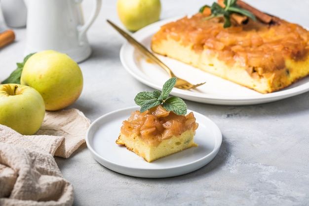 Casserole de fromage cottage avec pommes et cannelle