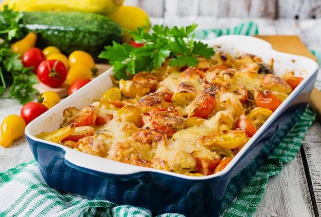 Casserole de légumes végétariens aux courgettes, champignons et tomates cerises