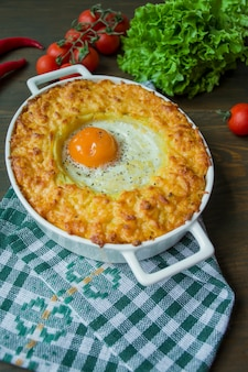 Casserole de pommes de terre à la bolognaise.