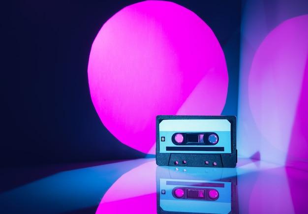 Cassette audio dans un style rétro des années 80.
