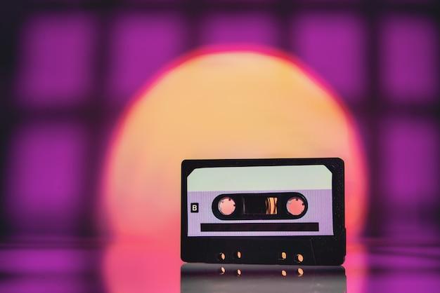 Cassette audio dans un style rétro.