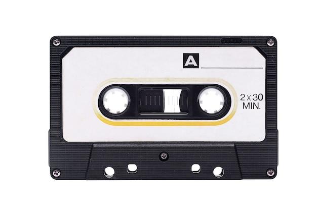 Cassette audio sur fond blanc.