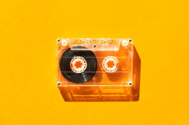 Cassette audio transparente sur orange