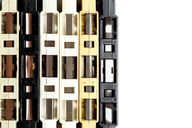Cassette à cassettes vintage fond blanc isolé