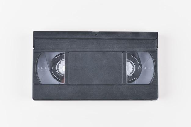 Cassette vidéo. ancienne bande vidéo classique sur fond blanc. rétro