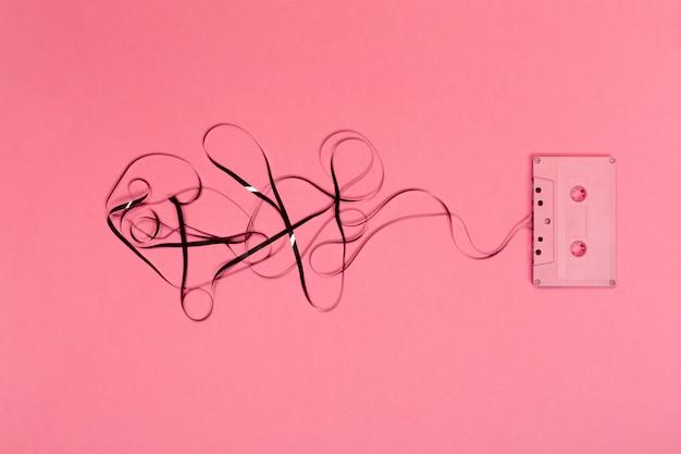 Cassettes rétro sur fond de couleur