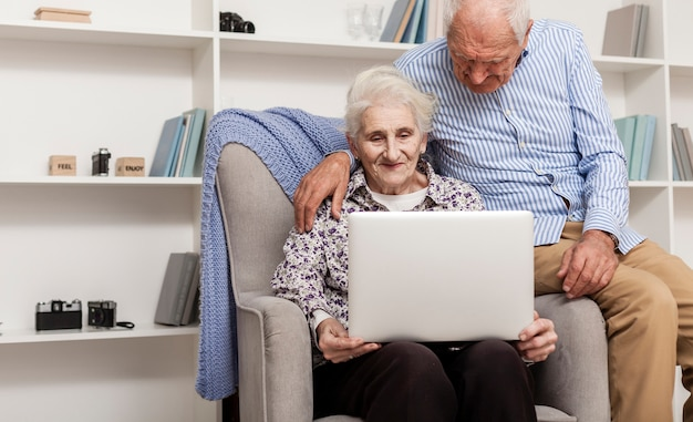 Casula senior couple using a laptop