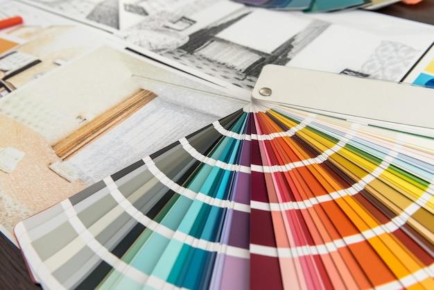 Catalogue couleur avec croquis de la maison au bureau.