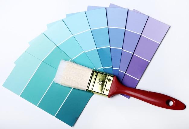 Catalogue ou schéma de palette de couleurs et pinceau