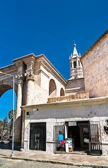 Cathédrale basilique à la plaza de armas d'arequipa au pérou