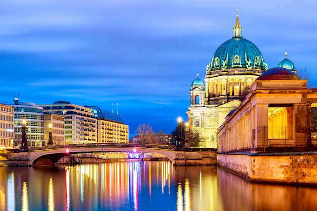 Cathédrale de berlin berliner dom dans la soirée.