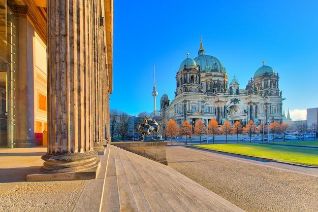 Cathédrale de berlin depuis le bâtiment du musée altes