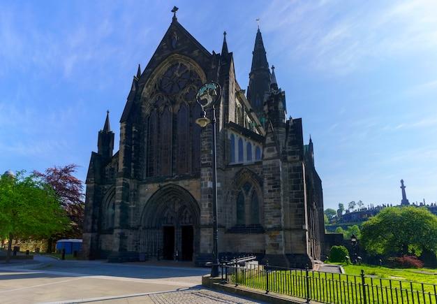 La cathédrale de glasgow est la plus ancienne cathédrale du continent et est le plus ancien bâtiment de glasgow et également appelée cathédrale st mungo , ecosse