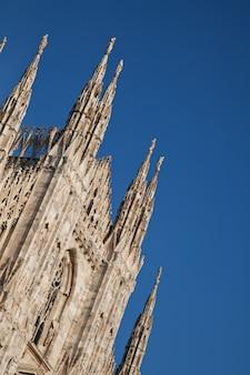 La Cathédrale Gothique A Duré Près De Six Siècles. C'est La Quatrième Plus Grande Cathédrale Du Monde Et De Loin La Plus Grande D'italie. Photo Premium