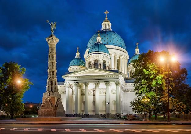 Cathédrale izmailovsky dans la veilleuse à saint-pétersbourg