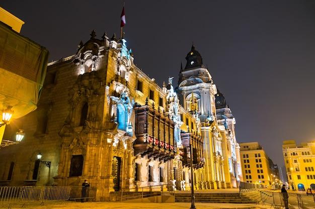 Cathédrale de lima au pérou la nuit