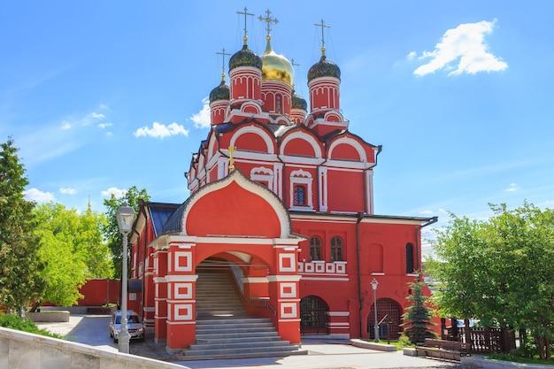 Cathédrale de la mère de dieu signe de l'ancien monastère znamensky à moscou