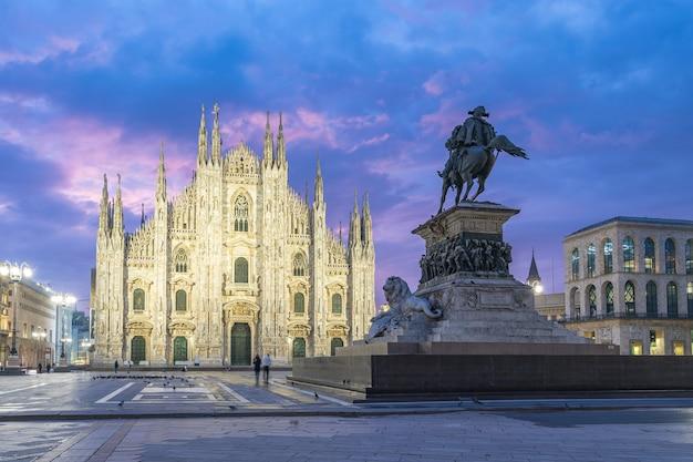 La cathédrale de milan, la célèbre place de milan, italie.